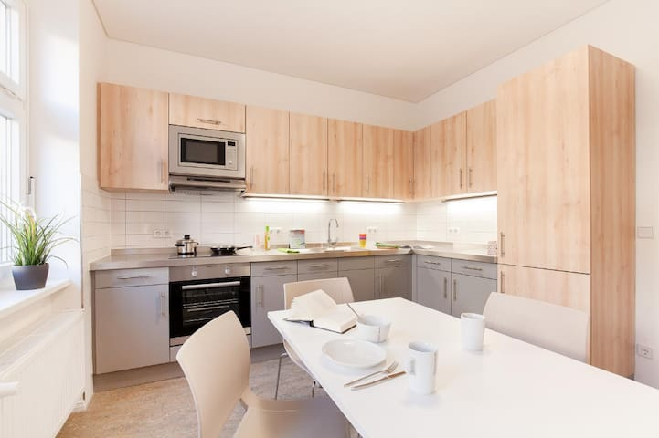 A 20 square meters room with balcony in Berlin