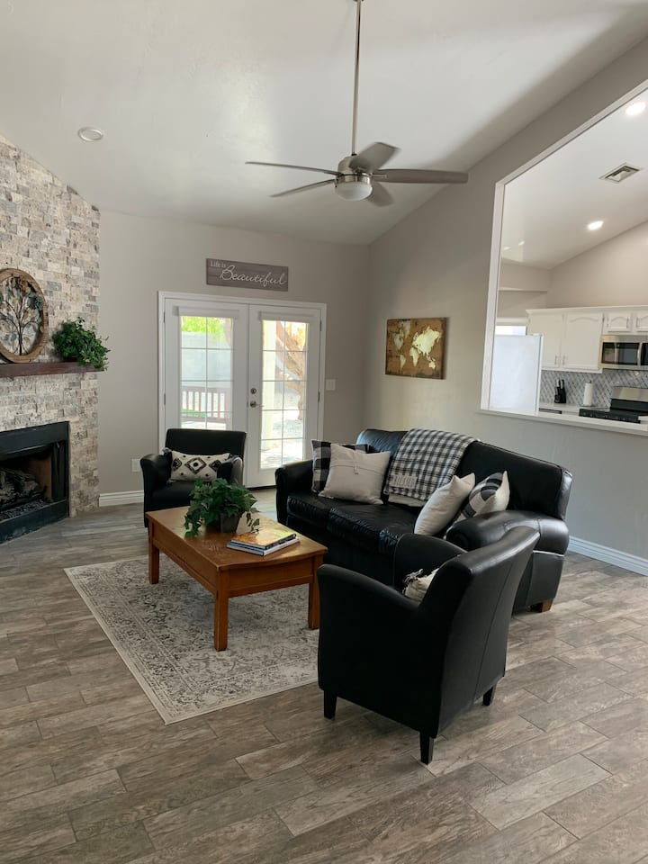NEW & Remodeled Chandler Home W/ Citrus trees