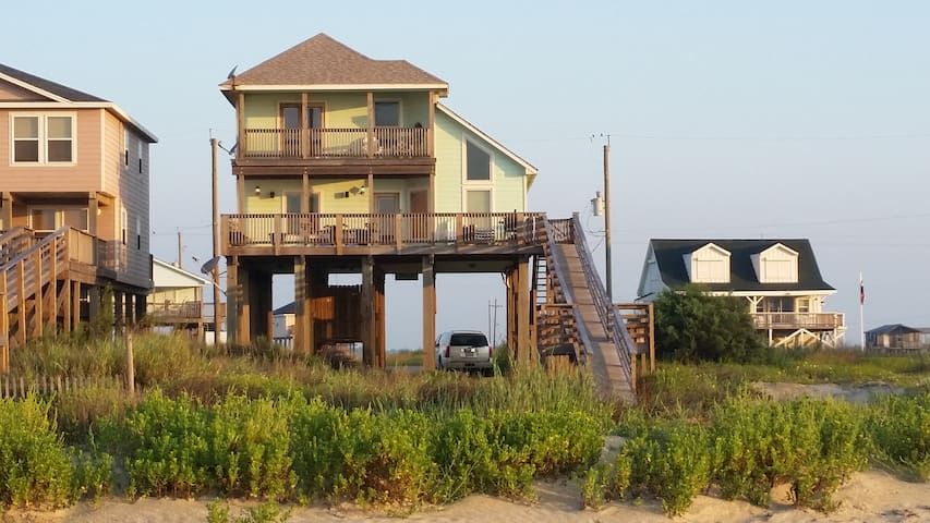 Beautiful custom home ON beach! - Freeport