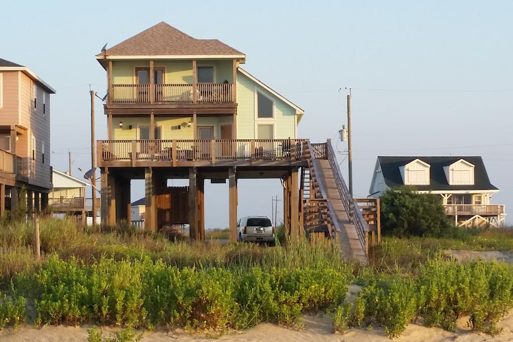 Beautiful custom home on beach houses for rent in for Custom beach house