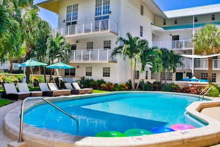 NICE 1BR/1BA KEY BISCAYNE LOFT, STEPS TO THE BEACH - 比斯坎湾(Key Biscayne) - 公寓