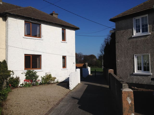 3 Bedroom House in Dalkey with WIFI - Dalkey - Huis