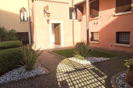 Ferienwohnung mit Motorboot - Gargnano - Apartment