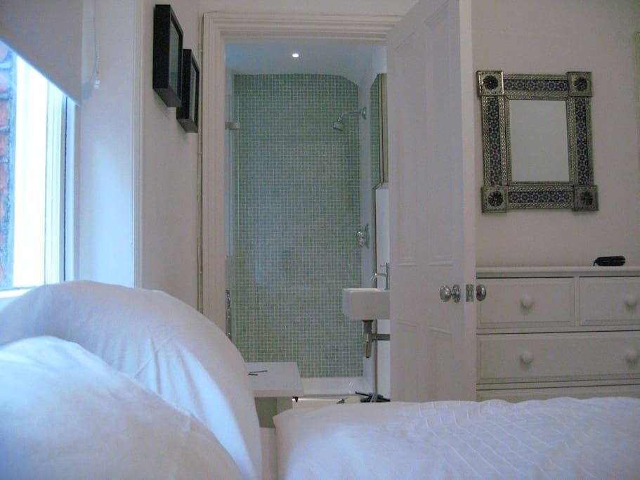 Luxury boutique bed and breakfast apartments for rent in for Luxury boutique bed and breakfast