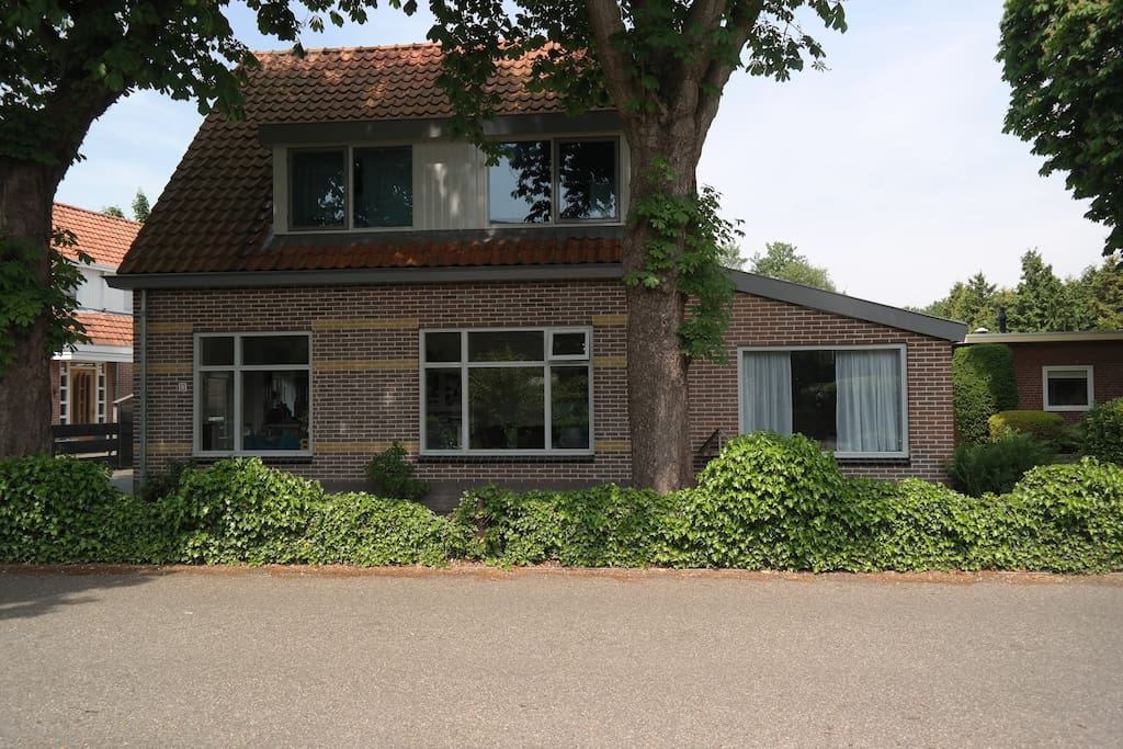 Helemaal rechts is casa Houtenbos