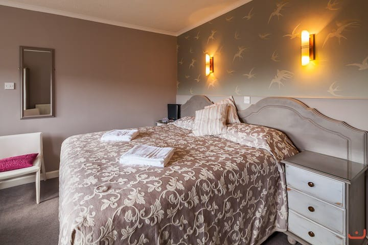 The Coach House Rooms - N12