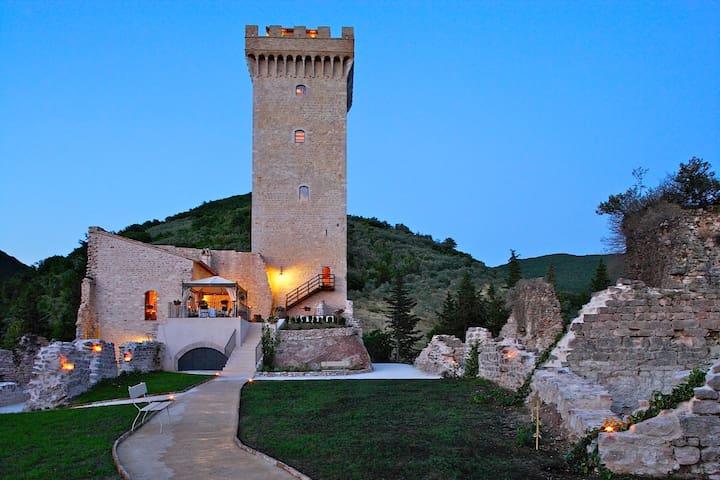 Ancient Luxury Tower for 12 people - Capodacqua - Slott