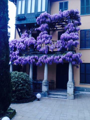 apt in villa d'epoca fronte lago - Fiumelatte
