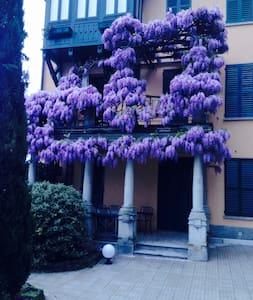apt in villa d'epoca fronte lago - Fiumelatte - Leilighet