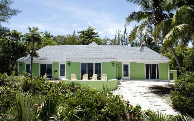 Beachfront Bungalow - Eleuthera - Tarpum Bay - บ้าน