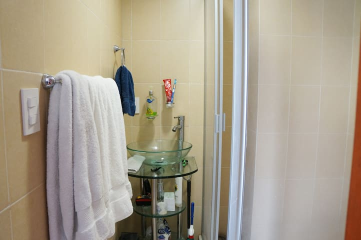 Shampoo & Clean Towels for guests