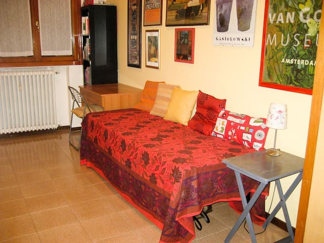 Bella camera luminosa zona NAVIGLI - Mailand - Bed & Breakfast