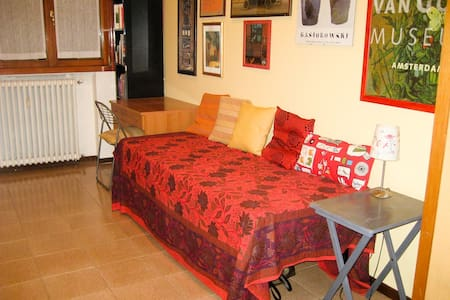 Bella camera luminosa zona NAVIGLI - Milano - Bed & Breakfast