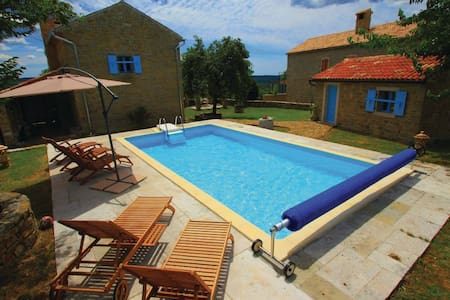 Istrian country house with pool - Kostanjica