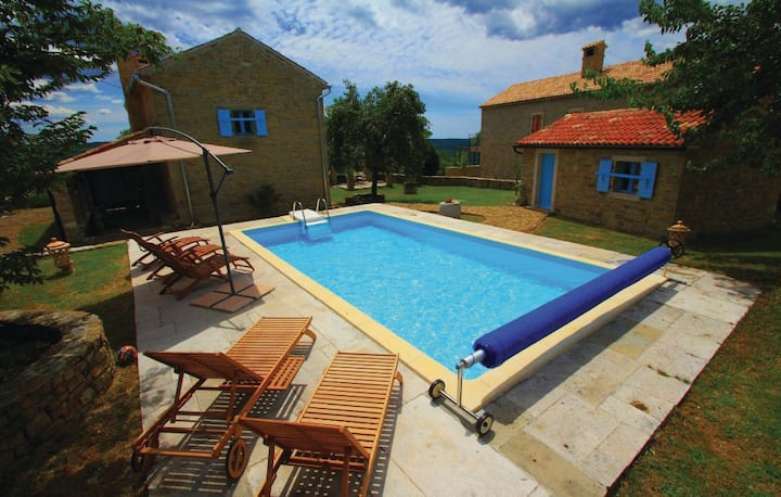 Istrian country house with pool