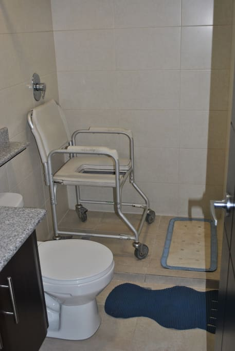 Chair to sit in the bathtub