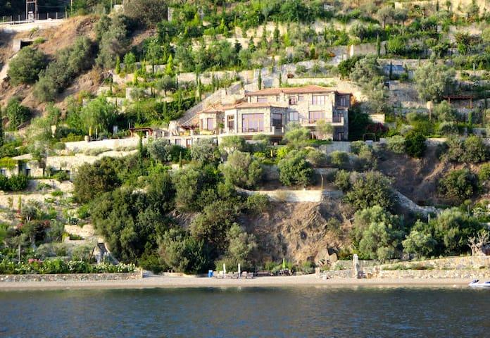 Monopetra Beachfront, Luxury Villa - Loutra Edipsou - 別墅