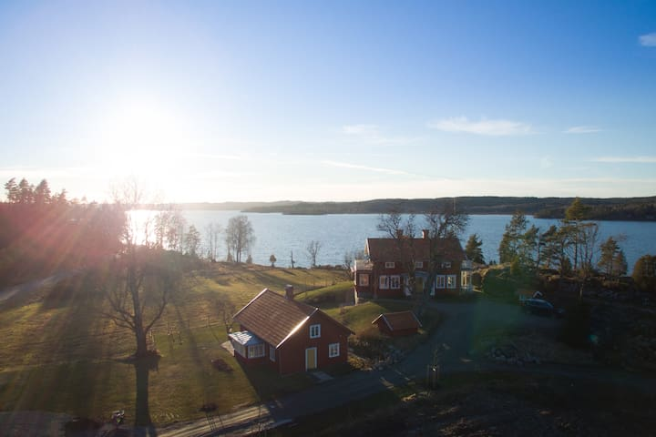 Beautiful newly renovated lakeside house - Alingsås NO - Huis