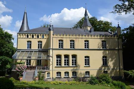 Großes Haus zu vermieten - Brüel - Castle
