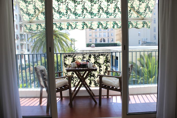Studio with balcony in ideal spot