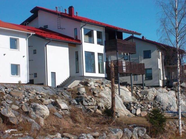 Iso talo rauhallisella alueella - KUOPIO - Huis