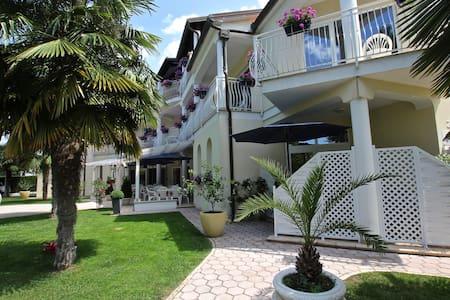 Villa Mala,Porec,Gästezimmer mit Po - Kukci - Bed & Breakfast