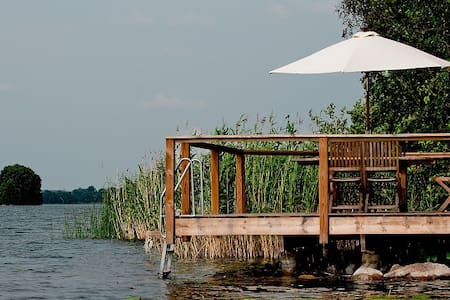 Lake house 109m2 with private beach - Björklinge - House