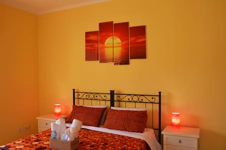 Dream House B&B - Yellow - - Ciampino