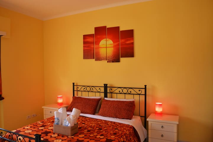 Dream House B&B - Yellow -