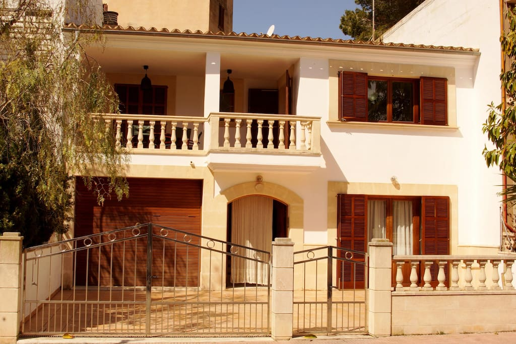 Casa construida según la estética mallorquina