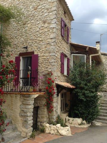 Petite Maison de charme au cœur du village - Mévouillon - Řadový dům