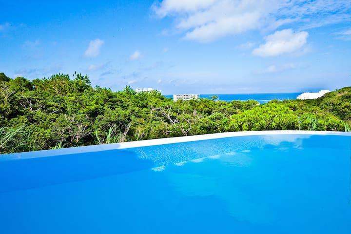 Hill top view villa with pool -Bokairo-