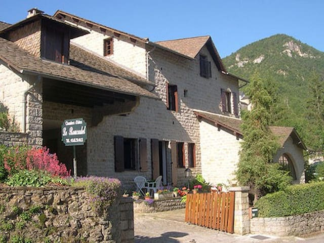 LE ROUCADEL - Peyreleau - Bed & Breakfast