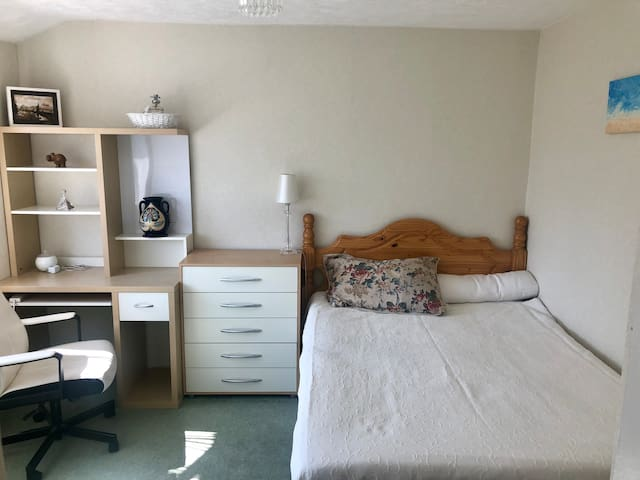 Bright and comfy double bedrooms in a quiet area