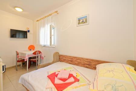 Apartments Marinović / Studio A1 - Malinska