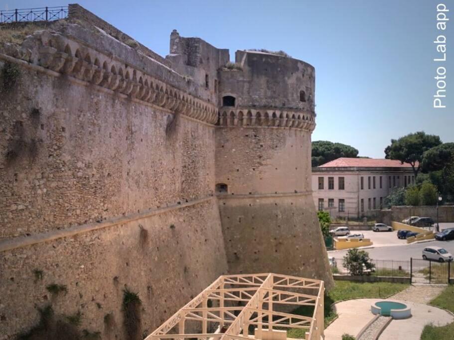Castello Carlo V (KR)