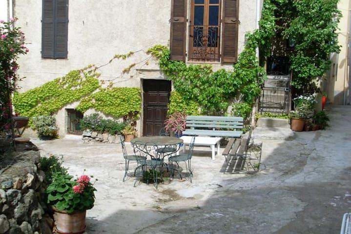 Studio dans village près de Calvi