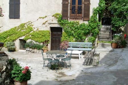 Studio dans village près de Calvi - Apartamento