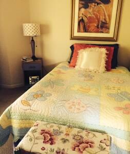 Private Bedroom in Adorable Condo - Danville - Talo