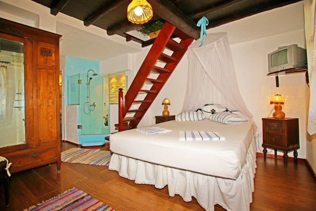 double bedroom with sea view, roomy closet