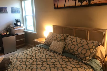 Private room & bathroom, close to UF, I-75, Shands