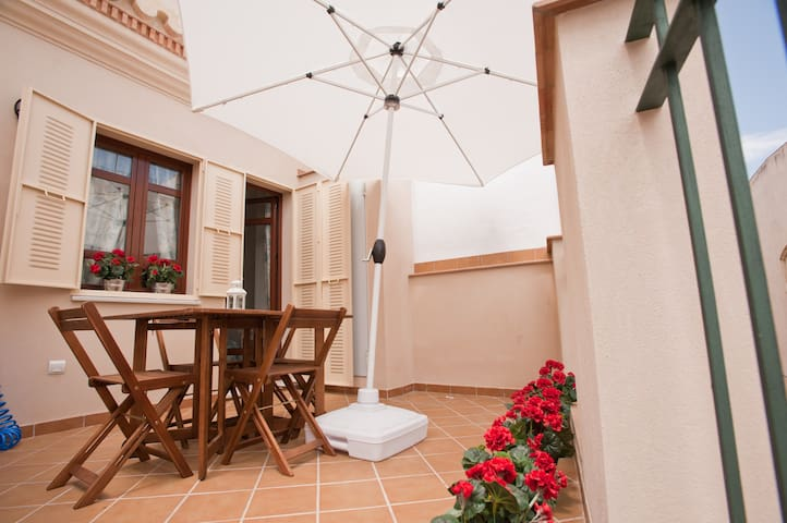 Walk to the Cathedral!! ATICO DUPLEX, WIFI.