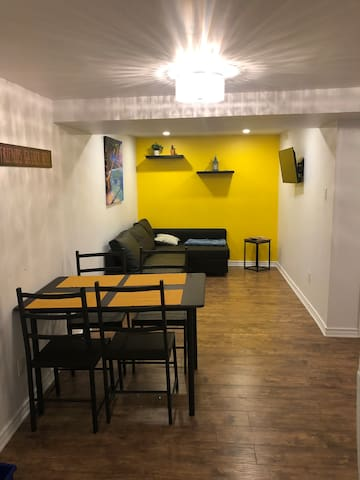 Private 2 Bedroom near Downtown - free parking! :)
