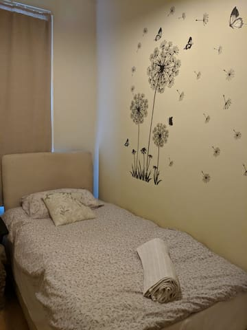 Lovely single room in a family house