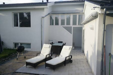 Stort hus i idyllisk landsby - Karlslunde