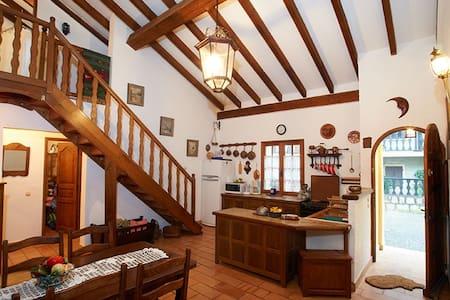 Mediterranean Mountain House - Levie - บ้าน