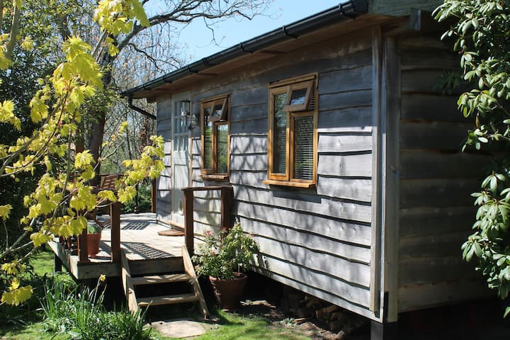 Charming Timber Eco Cabin in SE Cornwall - St.Austell