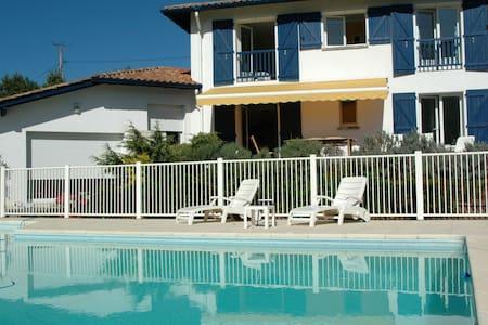 Pres Saint Jean de Luz,piscine,vue+ - Urrugne - Villa