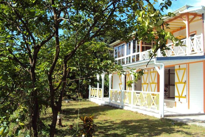 Joli gîte entre mer et montagne - Piton Deshaies - House