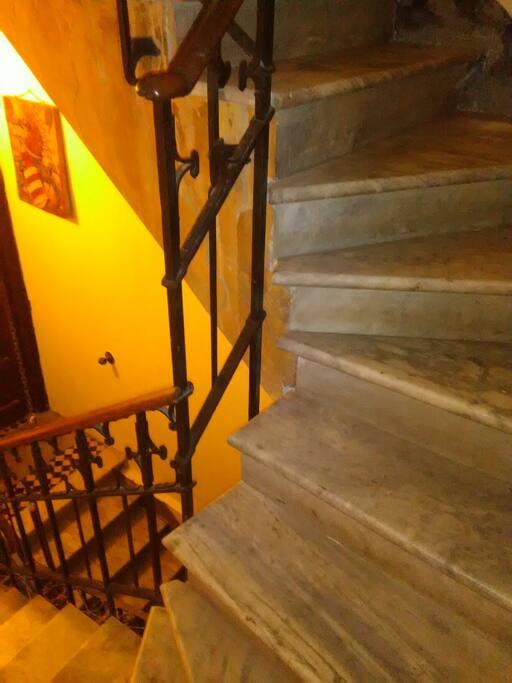 la scala di accesso al piano superiore